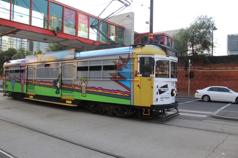 SW6_925_in_Flinders_St_on_the_City_Circle_in_Melbourne_Art_Tram_livery,_2013