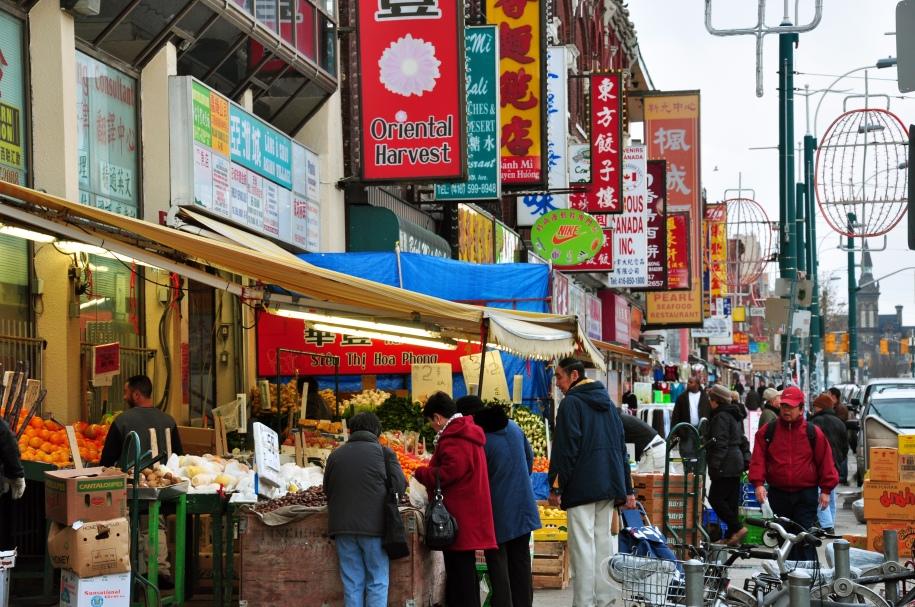 Chinatown_toronto_spadina_avenue_source wikipedia